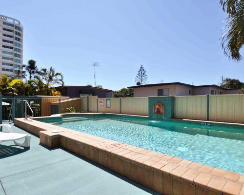sunshine-towers-resort-pool-facilities-2